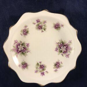 Royal Albert Sweet violets bonbonschoteltje met geschulpte rand